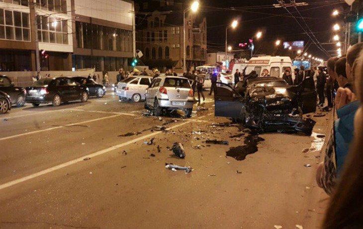 Молодой шофёр устроил автокатастрофу вКраснодаре, ранены 8 человек