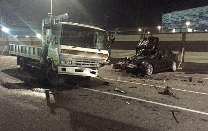 В Сочи на перекрестке столкнулись грузовик, иномарка и мотоцикл