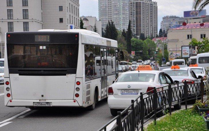 Власти Сочи провели первые рейды с целью выявления нелегальных таксистов