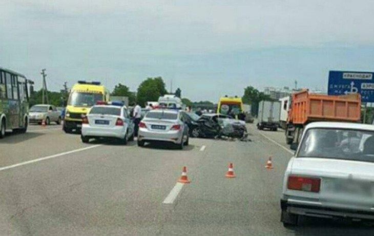 В Краснодаре вблизи ТЦ «OZ Mall» произошло ДТП с участием трех автомобилей