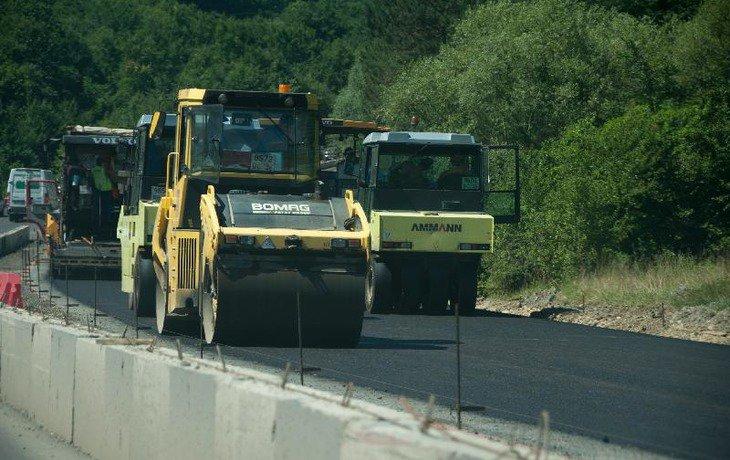 В Краснодарском крае ремонт автодорог по направлению к Черному морю завершат к 30 июня