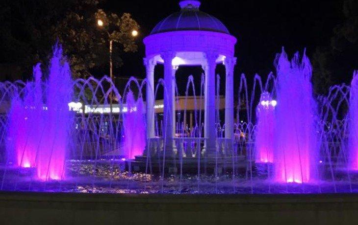 В селе Кабардинка открыли новый фонтан с подсветкой