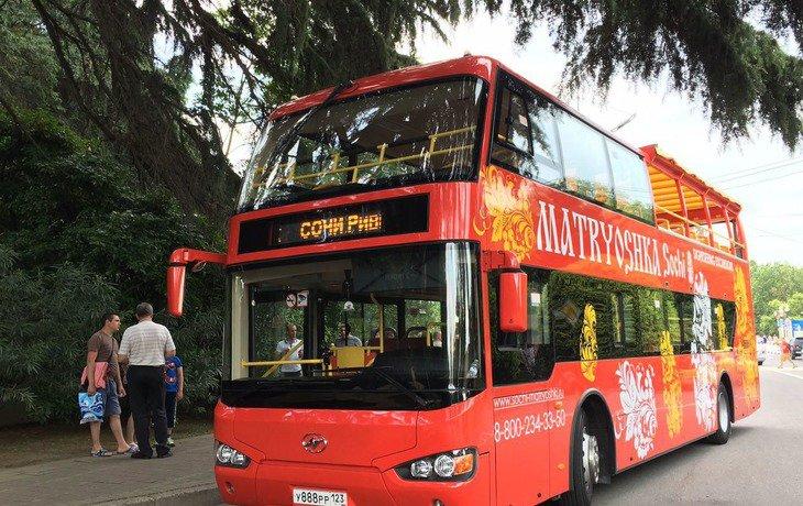 В Сочи запустили двухэтажные экскурсионные автобусы